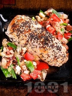 Пикантно пилешко руло от филе пълнено с миди и синьо сирене рокфор на фурна - снимка на рецептата